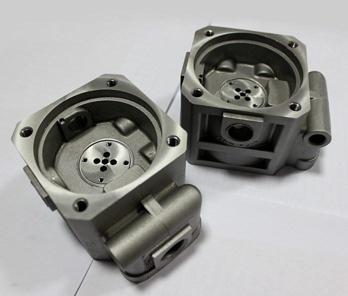 育能小型数控机床加工汽车零部件